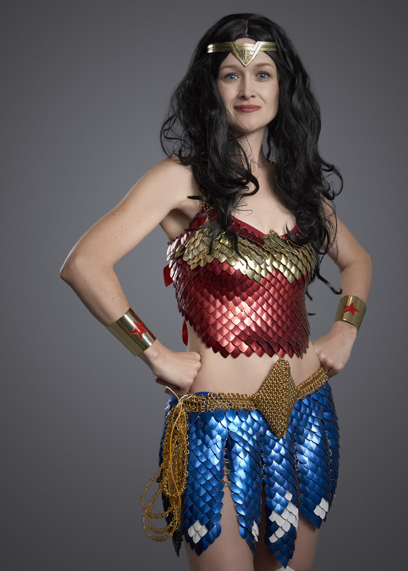 dc-wonder-woman-chainmail-cosplayer