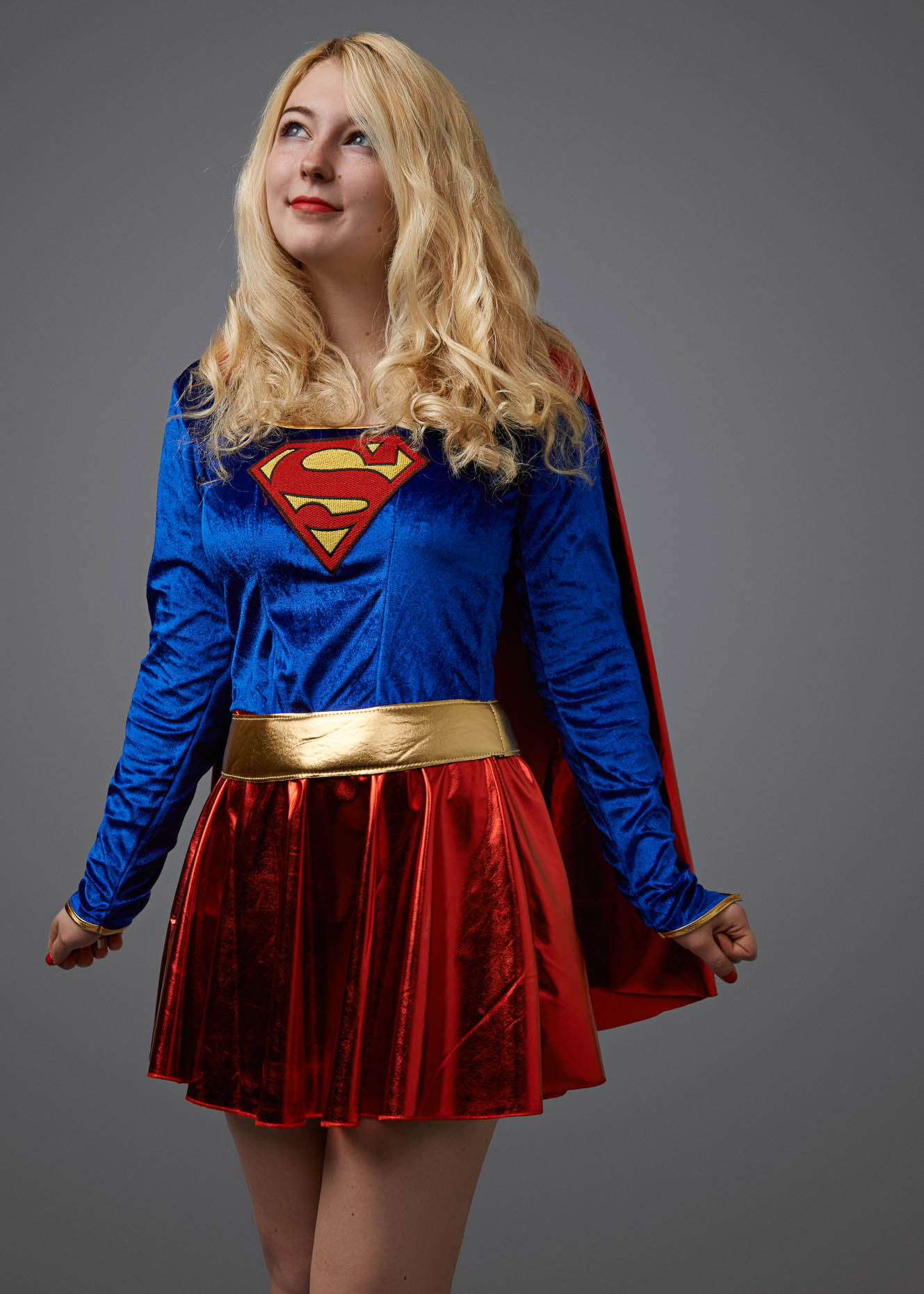 smallville_comicon_supergirl_cosplayer_014